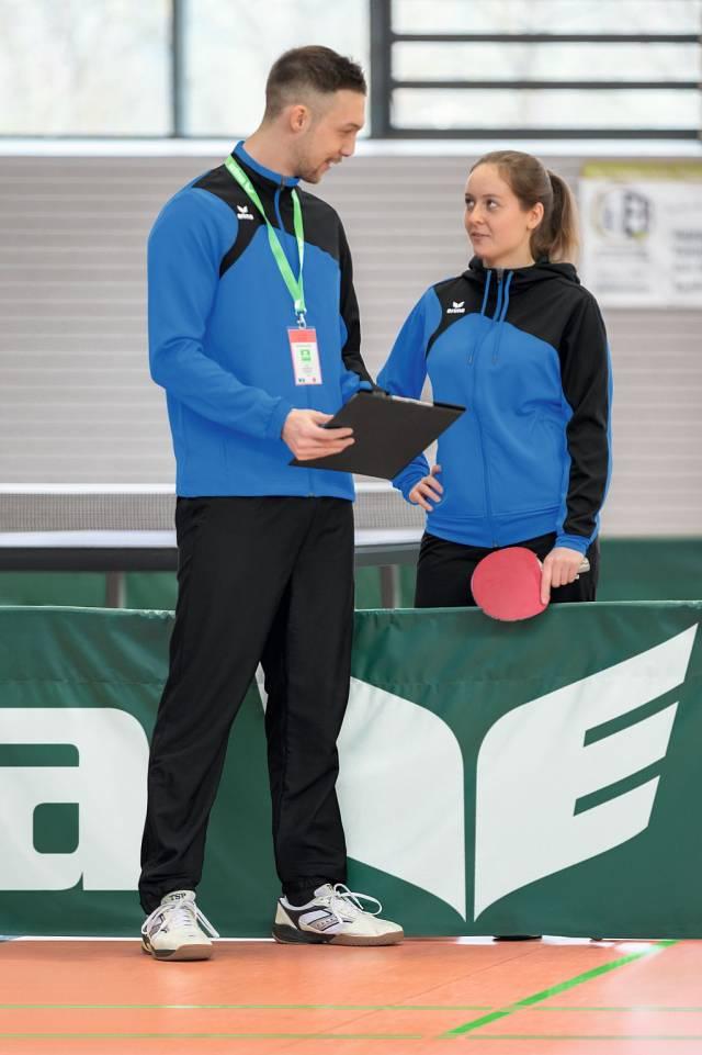 Erima Club 1900 2.0 Damen Trainingsjacke mit Kapuze, new royal/schwarz
