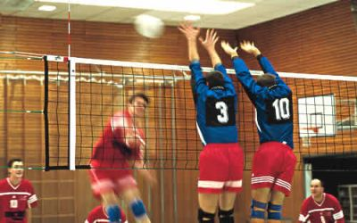 Huck Volleyballnetz nach DVV - Polypropylen 3 mm mit Kevlarseil und 6-Punkt-Aufhängung